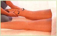 массаж задней поверхности ног